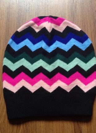 Трикотажная чёрная шапка с зигзагами, осень от орифлейм / демисезон / oriflame