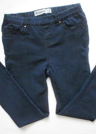 Синие джинсы зауженные к низу, джеггинсы
