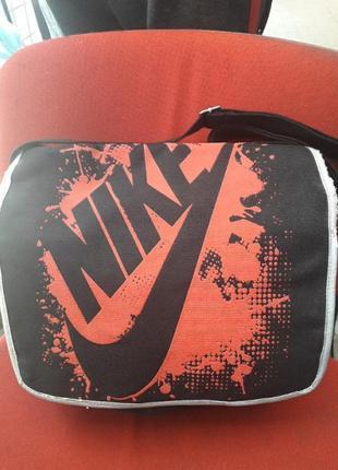 Новая вместительная сумка со спортивным принтом