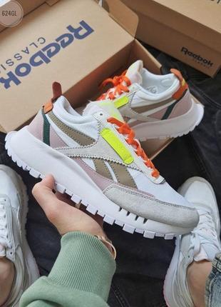 Женские демисезонные спортивные кроссовки reebok