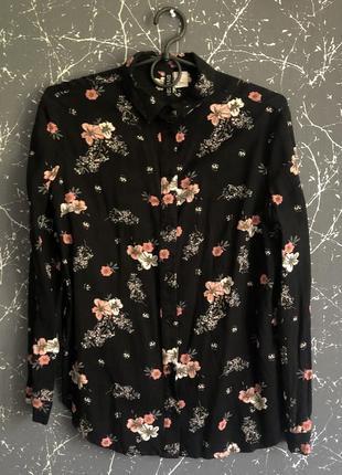 Рубашка чёрная с цветочным принтом
