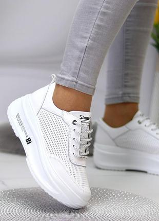 Белые кожаные кроссовки на платформе