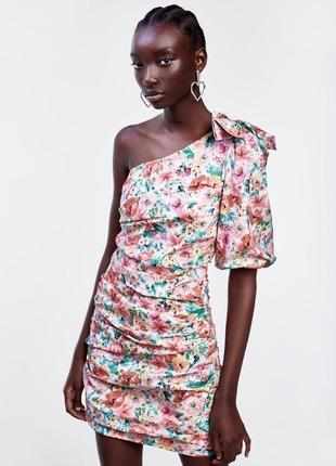 Платье на одно плече цветочный принт zara