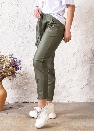 Модные брюки из экокожи3 фото