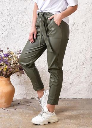 Модные брюки из экокожи2 фото