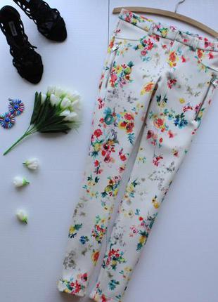 Стильные штаны скинни из неопрена в цветочный принт с молниями по бокам