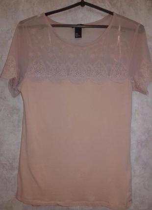 Пудровая блуза с кружевной сеткой по груди