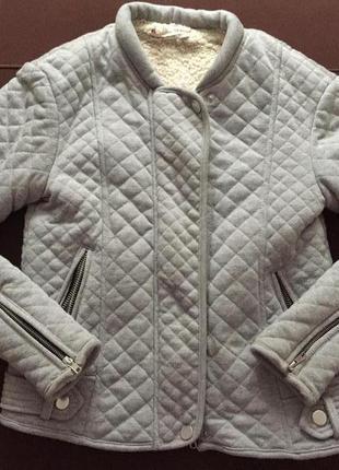 Тепла жіноча куртка stradivarius