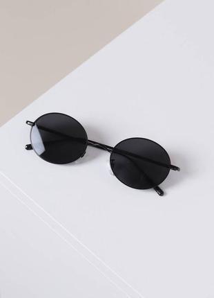 Чёрные маленькие круглые очки с тонкой оправой