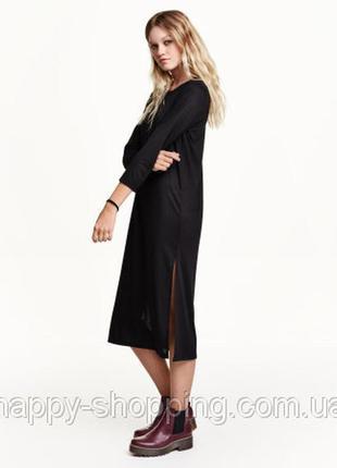 Стильное платье свободного кроя с разрезами по бокам