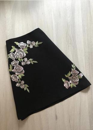 Спідниця міні з підкладкою аплікація нашивка в квіти / мини юбка в цветы с патчем на замке