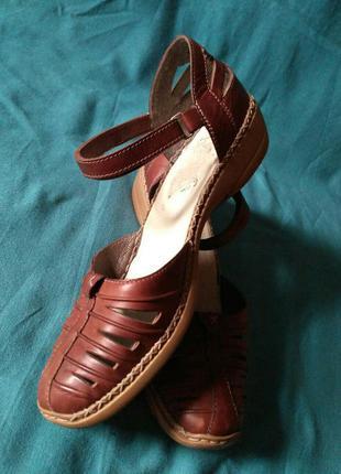 Кожаные сандалии на липучке