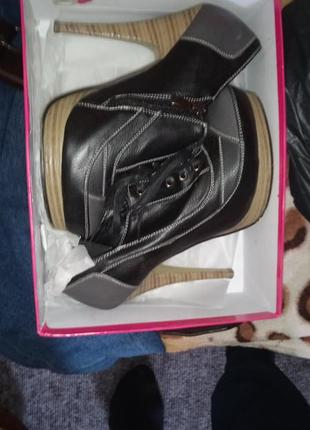 Ботинки на каблуках 8см женские