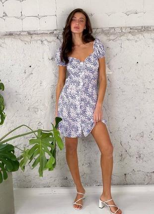 Платье с открытыми плечами на пуговках в цветочный принт
