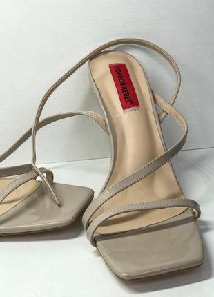 Женские босоножки / туфли