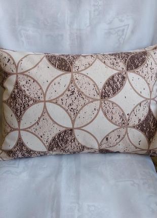 Декоративная подушка 31*45 см с бежевыми кругами с водоотталкивающей ткани