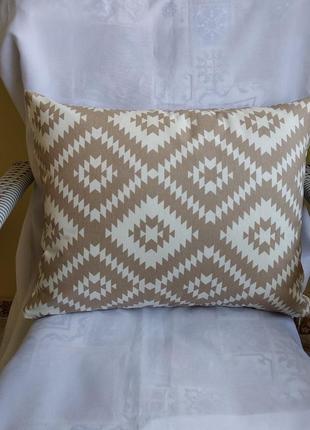 Декоративная подушка 35*45 см бежевые ромбы с водоотталкивающей ткани