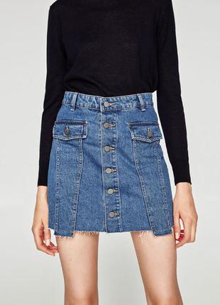 Джинсовая мини юбка с пуговицами спереди zara
