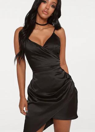 Черное атласное платье на запах. на тонких бретелях prettylittlething платье с v-вырезом