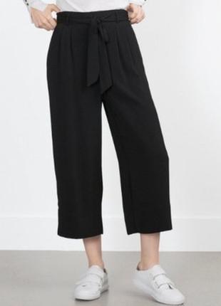 Черные штаны брюки кюлоты из складками и карманами