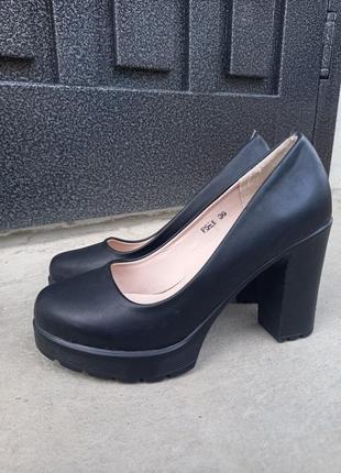 Туфли на каблуке с платформой1 фото