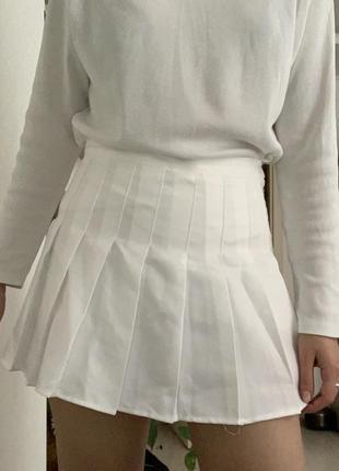 Біла тенісна спідниця