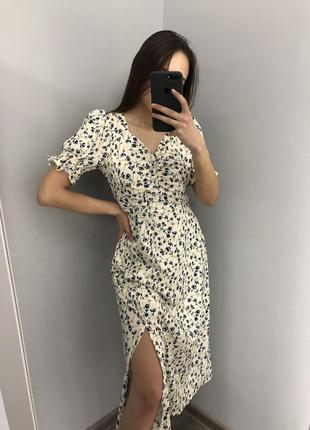 Сукня з розрізом