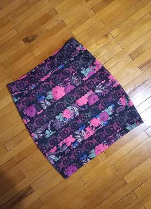 Спідниця tally weijl чорна з квітами приталена міні юбка