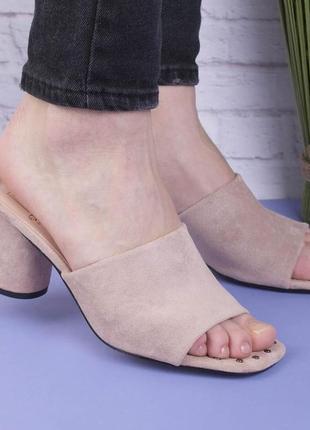 Шлёпанцы на квадратном каблуке