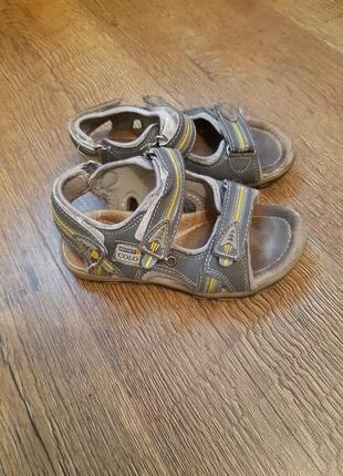 Фирменные кожаные босоножки сандалии