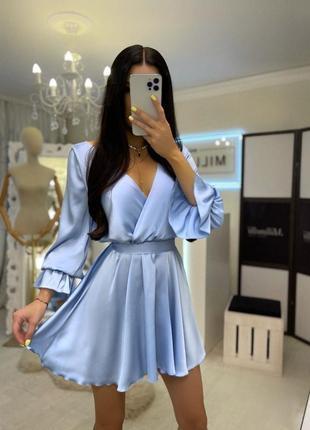 Небесное голубое воздушное шёлковое платье с открытой спиной