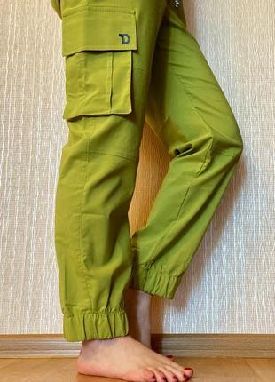 Легкие, удобные и стильные летние джоггеры с накладными карманами2 фото