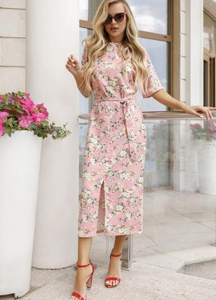 Розовое платье с короткими рукавами