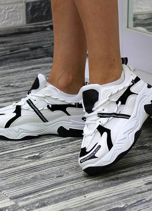 Женские трендовые кроссовки на платформе чёрно-белого цвета