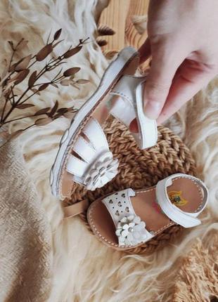 Босоножки сандалии с цветком