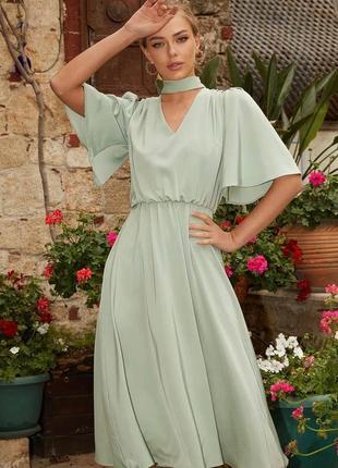 Женское нарядное красивое модное платье светлое с поясом объемные рукава