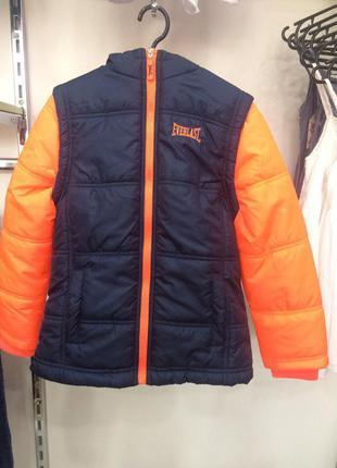 Яркая курточка