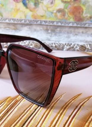 Коричневые брендовые солнцезащитные женские очки с поляризацией