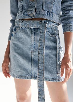 Джинсовая мини юбка с поясом