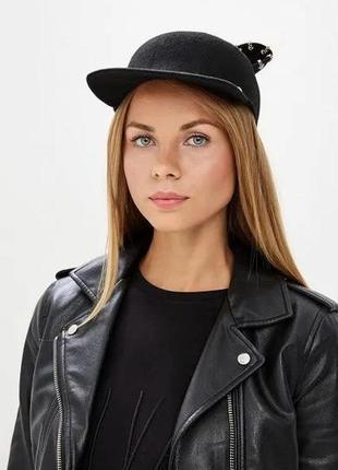 Модная кепка,кошечка с ушками,люверсами и цепочками оригинал karl lagerfeld