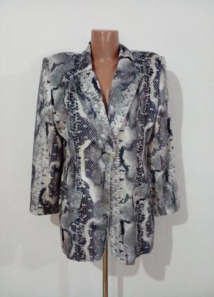 Стильный пиджак в змеиный принт  bout'sina