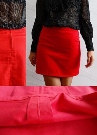 Яркая красная юбка карандаш выше колен хлопок