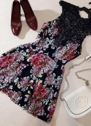 Красивое платье с ажурным верхом размер l маломерит на s