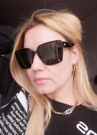 Стильные брендовые солнцезащитные чёрные женские очки с поляризацией