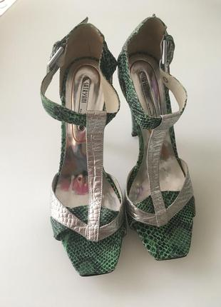 Босоножки зеленые с сребром