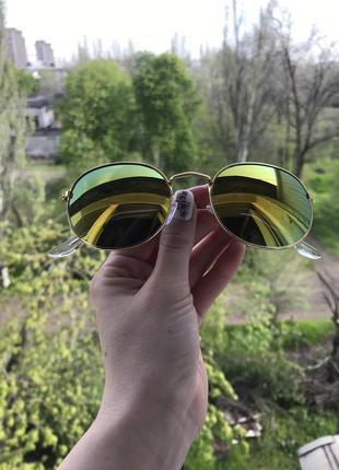 Золотисто зелёные очки в золотой оправе