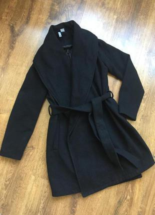 Нереальное чёрное пальто