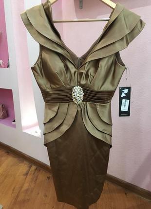 Нарядное атласное платье с воланами