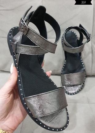Удобные кожаные серебряные босоножки на низком каблуке наложенный платеж