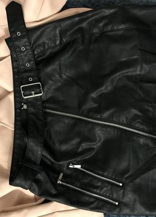 Женская кожаная юбка с ремнём3 фото